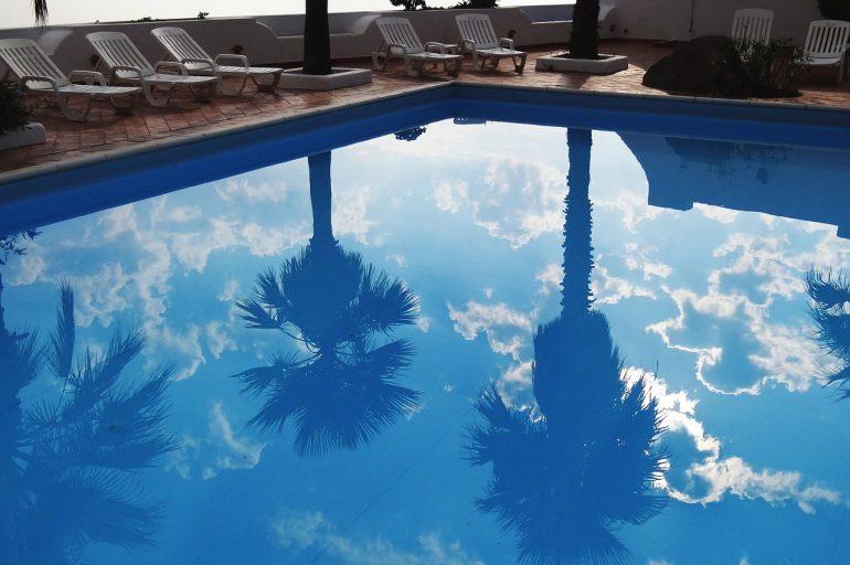 Les différents points à considérer avant d'installer une piscine